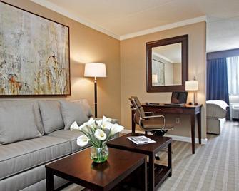 Ethan Allen Hotel - Danbury - Living room