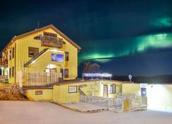 Abisko Guesthouse & Activities - Abisko - Gebouw