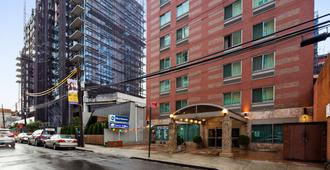 Best Western Queens Court Hotel - Queens - Building