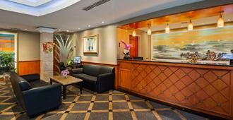 Best Western Queens Court Hotel - Queens - Front desk