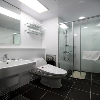 Urban Place Gangnam - Seoul - Bathroom