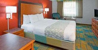 Days Inn & Suites Schaumburg - Schaumburg - Bedroom