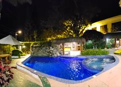 Hostería Punta Blanca - Salinas (Santa Elena) - Piscina