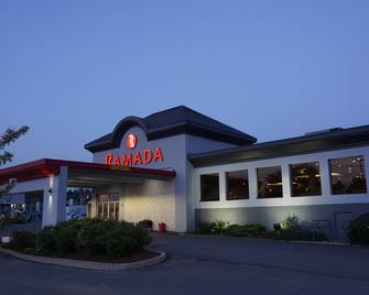 Ramada by Wyndham Kingston Hotel & Conference Centre - Kingston - Building