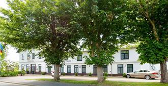 Golf- und Landhotel Am Alten Deich - Büsum - Toà nhà
