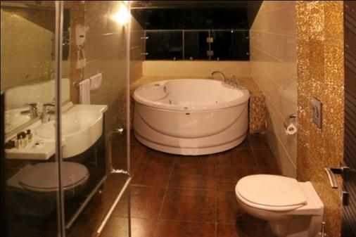 Hollywood Inn Boutique Hotel - Jounieh - Bathroom
