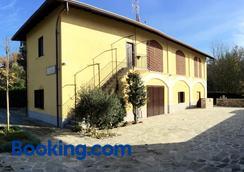 B&B Osteria Dello Sperone - Lonate Pozzolo - Building