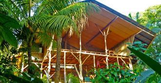 Cascada Verde Hostel - Uvita - Vista del exterior