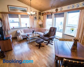 Snæfellsnes Farmhouse - Grundarfjordur - Living room
