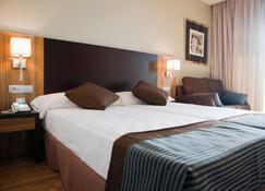 Hotel Apartamentos Conilsol - Кониль-де-ла-Фронтера - Спальня
