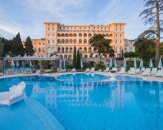 Hotel Kvarner Palace - Цриквениця - Pool