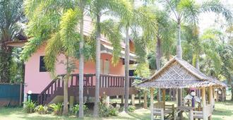 Paifha Beach Resort - Chumphon