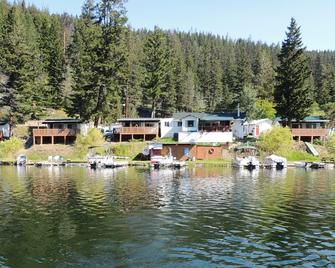 Marigold Fishing Resort - Cache Creek - Outdoors view