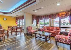 Quality Inn - Goodlettsville - Lobby