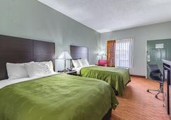 Quality Inn - Goodlettsville - Bedroom