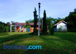 Saengcha Farm Resort - Noen Hodm - Building