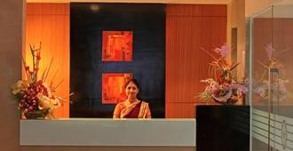 Hotel Woodland - Pune - Front desk