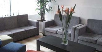 Atrium Zenon Hotel Apartments - לרנקה - בר