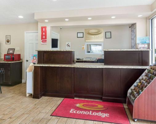 Econo Lodge Town Center - Virginia Beach - Front desk