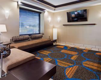 Best Western Plus Keene Hotel - Keene - Вітальня