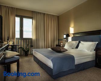 Hotel Sani - Asenovgrad - Schlafzimmer
