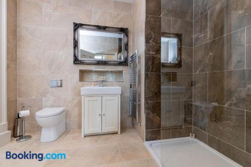 Kilkenny Hibernian Hotel - Kilkenny - Bathroom