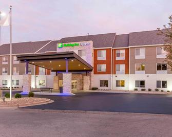 Holiday Inn Express & Suites Chicago West - St Charles - Saint Charles - Building