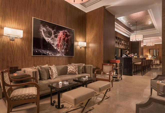 Discovery Primea - Makati - Lounge