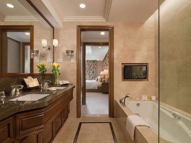 Discovery Primea - Makati - Bathroom