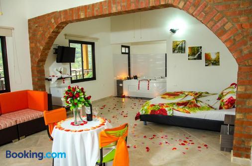 Gil En El Jacuzzi.Hotel La Montana San Gil 29 5 2 San Gil Hotel Deals