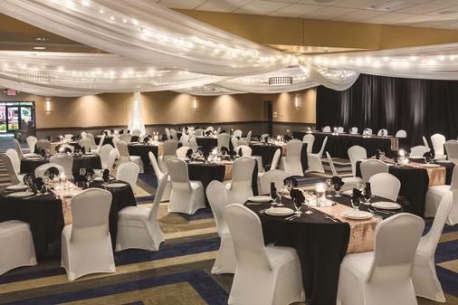 Best Western Plus Bloomington Hotel - Bloomington - Juhlasali