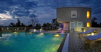 Hotel Atulyaa Taj - Āgra - Kolam