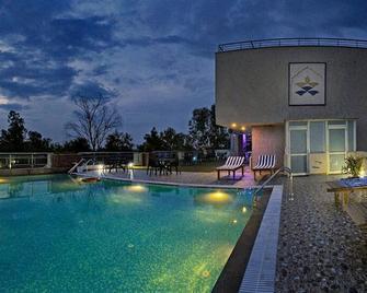 Hotel Atulyaa Taj - Āgra - Pool