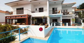 Guesthouse Vila Lusitania - פונשל - בריכה