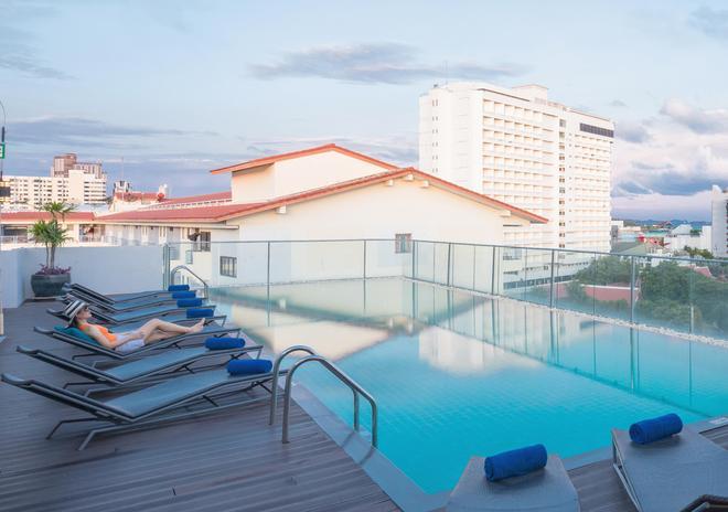 芭堤雅高級酒店 - 芭達雅 - 游泳池