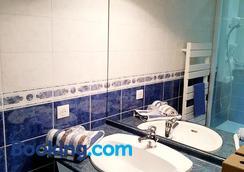 Au Clos Des Templiers - Puyravault - Bathroom