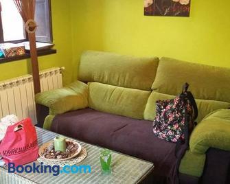 Apartamentos El Rincon Encantado - Soto de Cangas - Living room