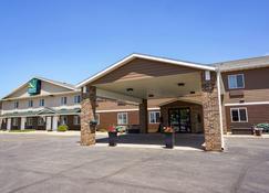 Quality Inn & Suites - Watertown - Building