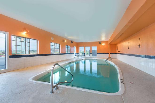 蓋洛普貝蒙特套房酒店 - 加洛普 - 蓋洛普 - 游泳池
