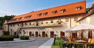 Lindner Hotel Prague Castle - Praga - Edificio