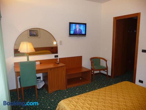 Hotel Cristallo - Udine - Bedroom