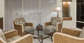 Days Inn by Wyndham Fort Myers Springs Resort - Fort Myers - Lobby