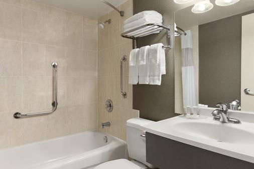 Days Inn by Wyndham Fallsview - Niagara Falls - Bathroom