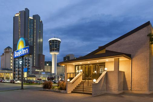 Days Inn by Wyndham Fallsview - Niagara Falls - Outdoors view
