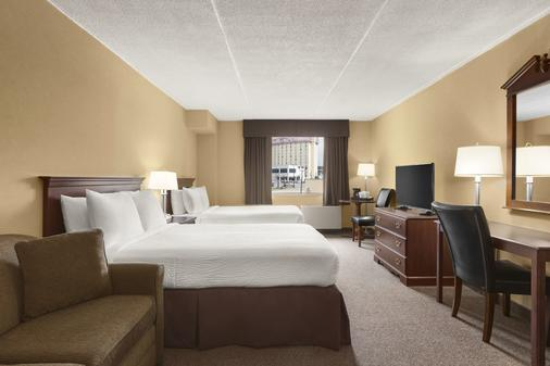 Days Inn by Wyndham Fallsview - Niagara Falls - Bedroom