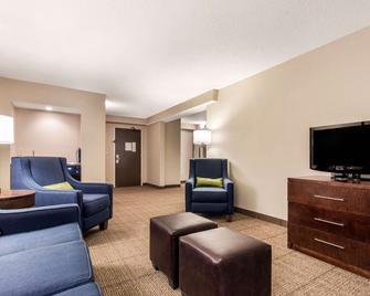 Comfort Inn & Suites Omaha - Omaha - Living room
