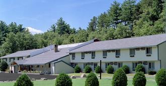 Eastern Inn & Suites - North Conway - Rakennus