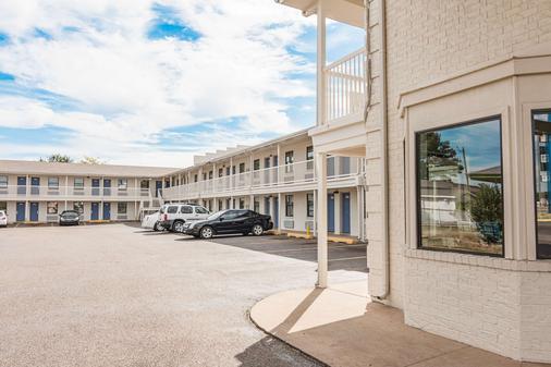 Motel 6 Texarkana - Texarkana - Rakennus