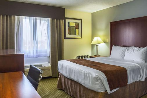 Clarion Inn and Suites - Clackamas - Bedroom
