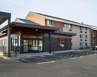 Clarion Inn and Suites Clackamas - Portland - Clackamas - Gebäude